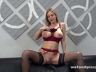 Piss-, dildo-, rubbing-one-off kind of solo slut-show blonde big tits